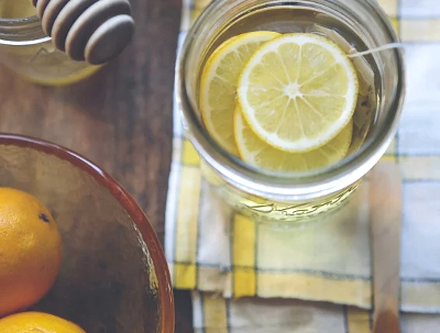 pour-ou-contre-le-jus-de-citron-le-matin